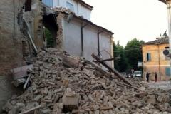 terremoto-emilia-e-campo-operativo-nazionale-delle-misericordie-a-san-felice-sul-panaro_13887758576_o